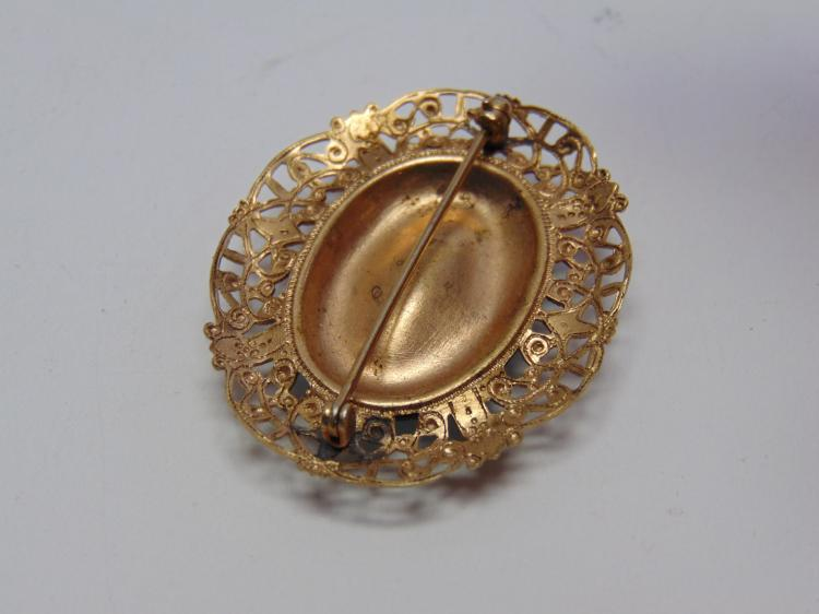 Lot 194: Vintage Gold Tone Ormolu Hand Painted Costume Jewelry Flower Brooch