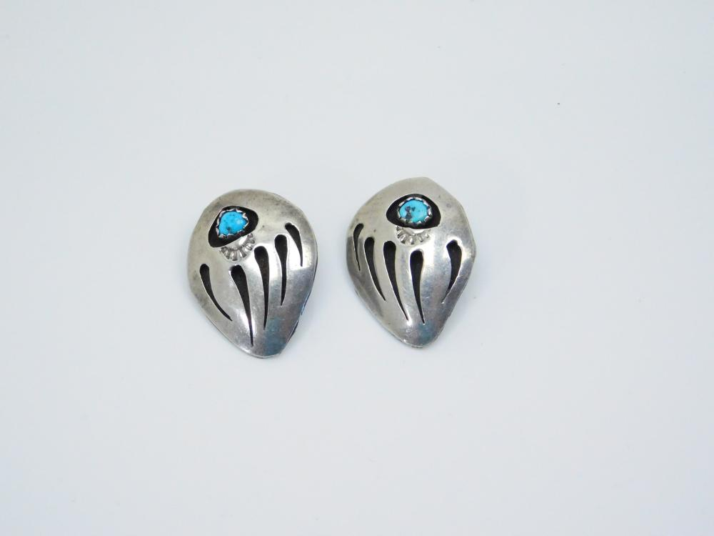 Vintage  Native American Sterling Silver Turquoise Bearpaw Shadowbox Clip On Earrings 4G