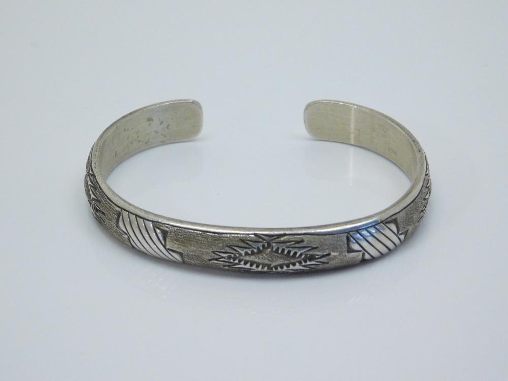 Vintage Native American Navajo Travis Largo Blanket Design Cuff Bracelet 17.7G