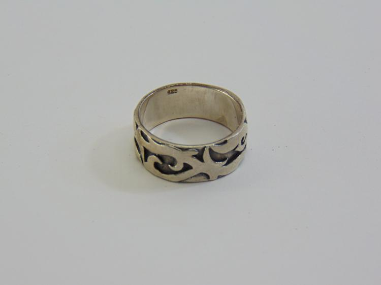 Lot 83: Sterling Silver Stylized Band Ring Sz 12