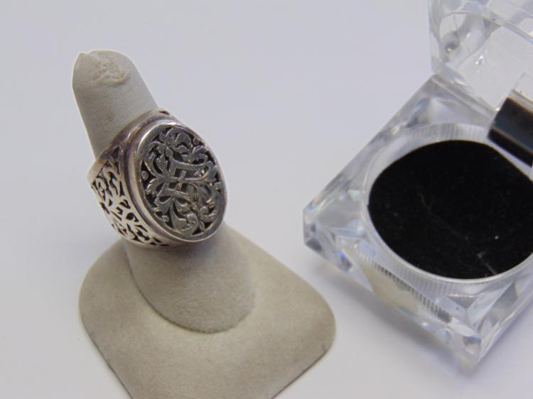 Lot 174: 10.8 Gram Carved Sterling Silver Ring Sz 8.5