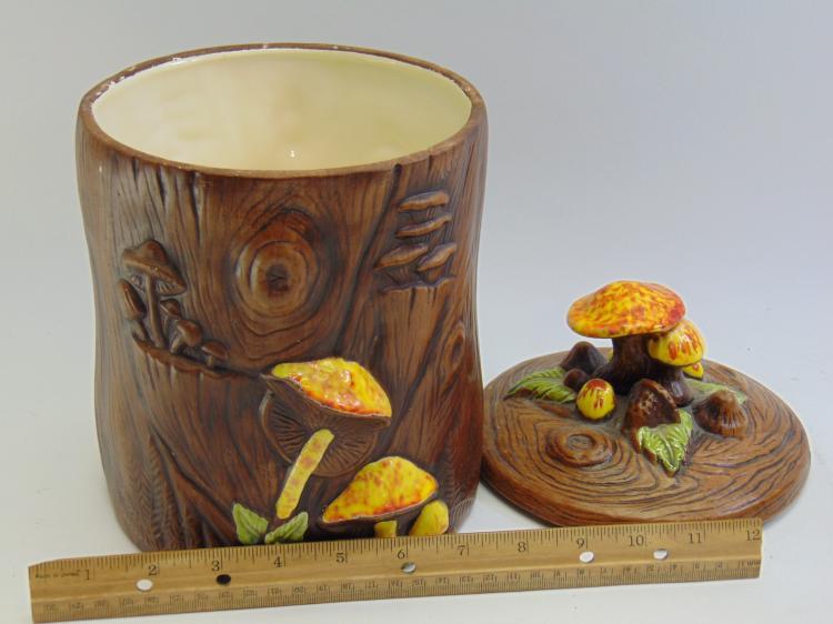 Lot 11: Treasure Craft USA Mushroom Theme Cookie Jar