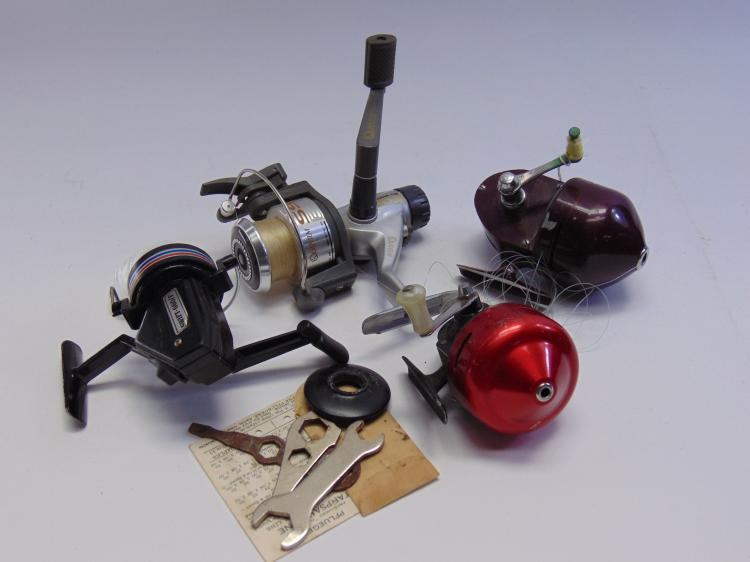 Lot of 4 Fishing Reels Quantum South Bend Spin Cast Jr + More