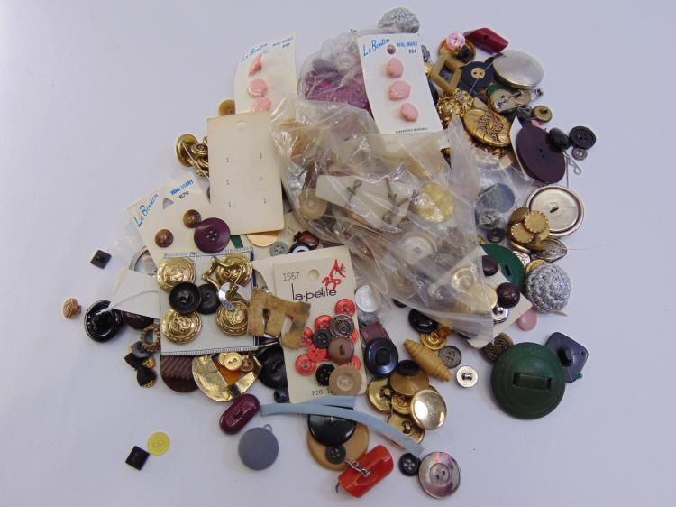 Vintage Assorted Clothing Button Lot