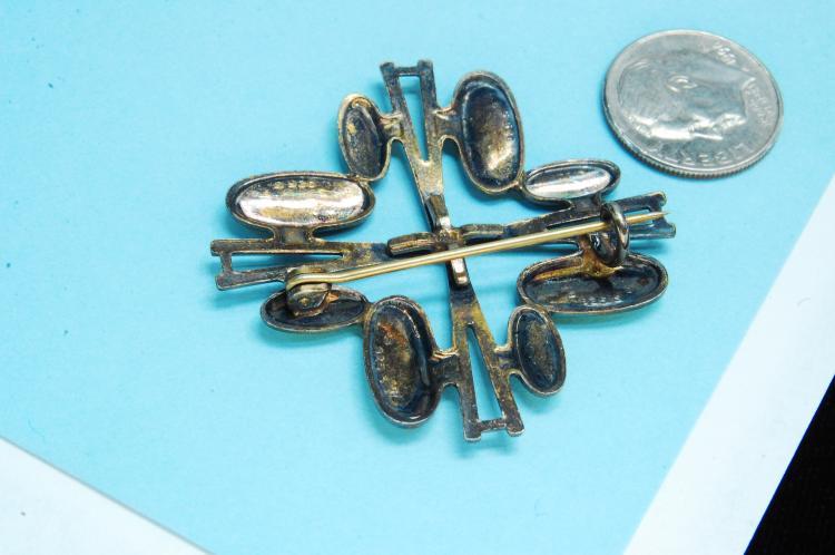Lot 17: Vintage 6.4g Sterling Silver Enamel Brooch