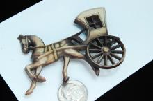 Lot 44: Vintage Horse & Carriage Brooch