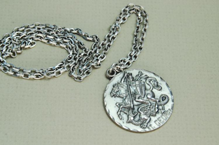 Vintage 22.5g Sterling Silver St George Necklace