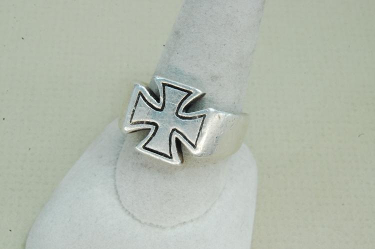 Lot 70: 10g Mens Sterling Shubes Inc Maltese Cross Ring Size 10