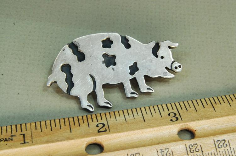 Vintage 18g Sterling Silver Spotted Pig Brooch
