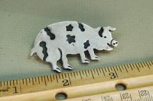 Lot 75: Vintage 18g Sterling Silver Spotted Pig Brooch