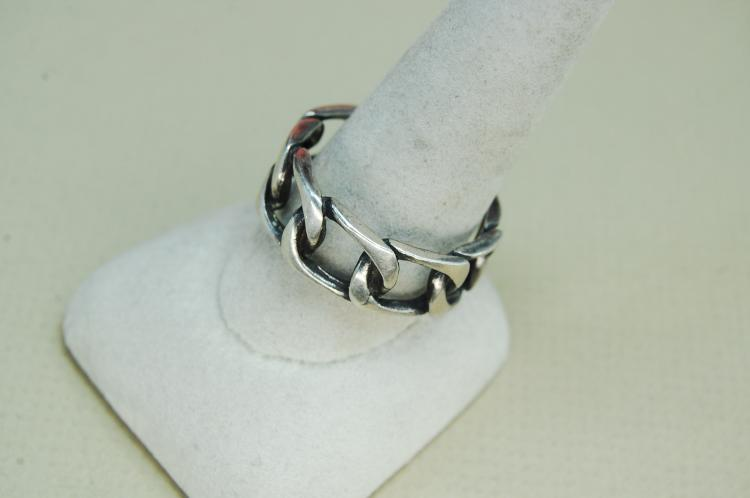 Lot 82: Vintage 8.7g Sterling Chain Style Ring Size 12