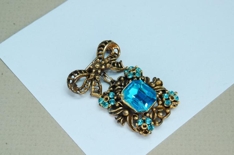Vintage Costume Jewelry Blue Rhinestone Brooch