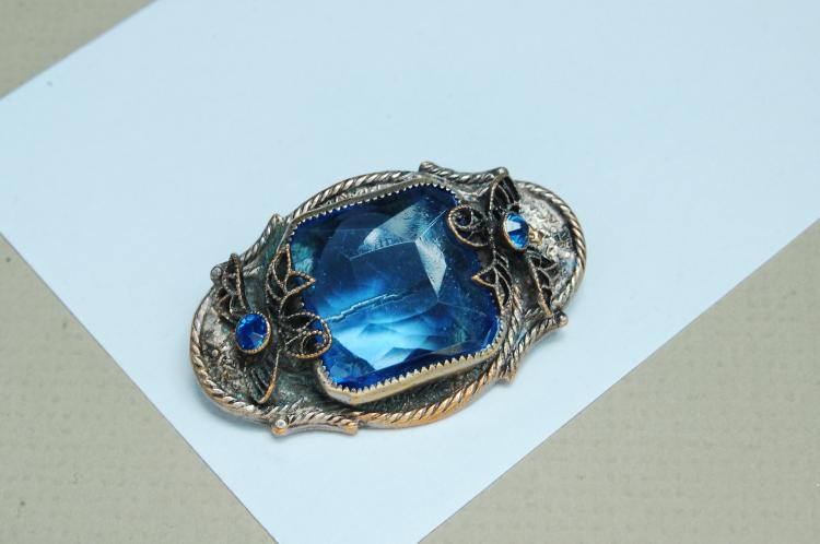 Vintage Costume Jewelry Blue Stone Brooch