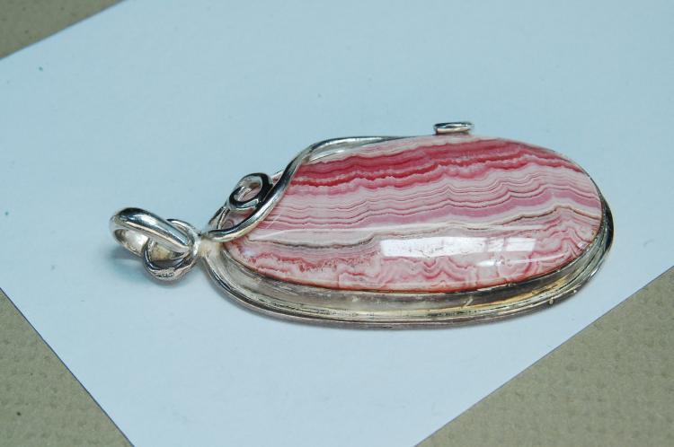 Lot 125: Vintage 20g Sterling Silver Rhodochrosite Pendant