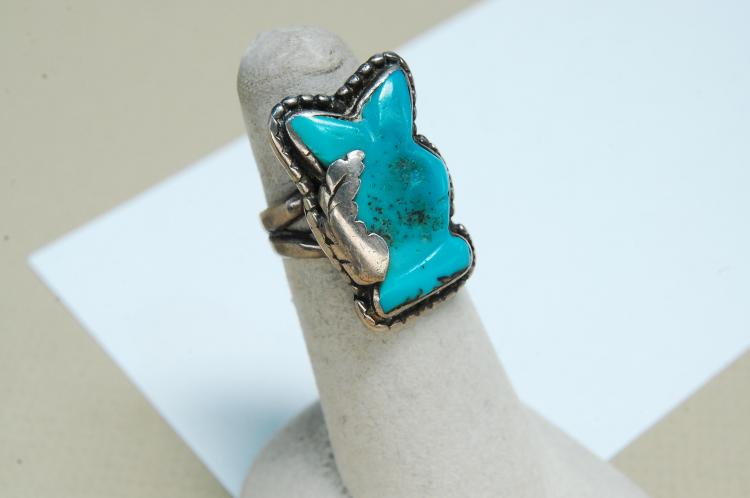 Vintage Navajo 8.3g Sterling Carved Turquoise Playboy Bunny Ring