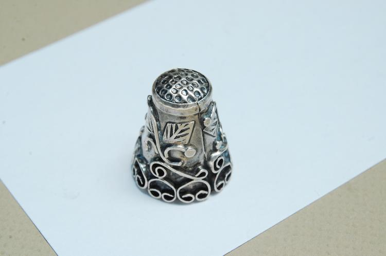 Lot 183: Vintage 6.5g Sterling Silver Taxco Thimble