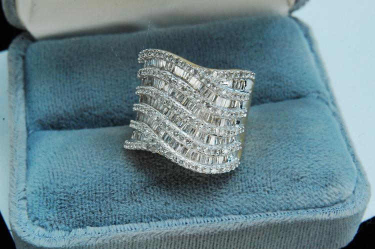 8g 14K Gold Baguette Diamonds Cocktail Ring Sz 5