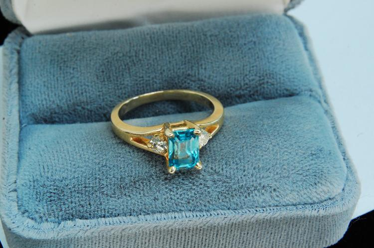 3.7g 14K Gold Blue Topaz Diamond Ring Size 7