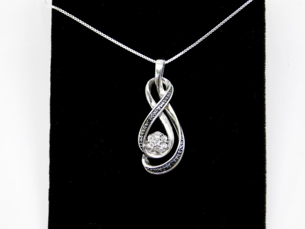 Sterling Silver Diamond Chip Cluster Fashion Pendant Necklace 1.7G