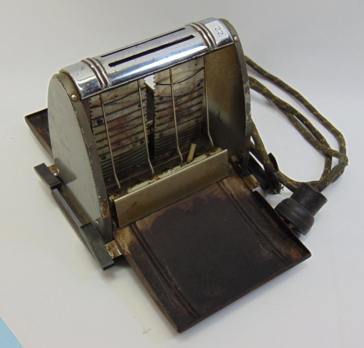 Lot 22: Antique Electric Miracle Bread Toaster