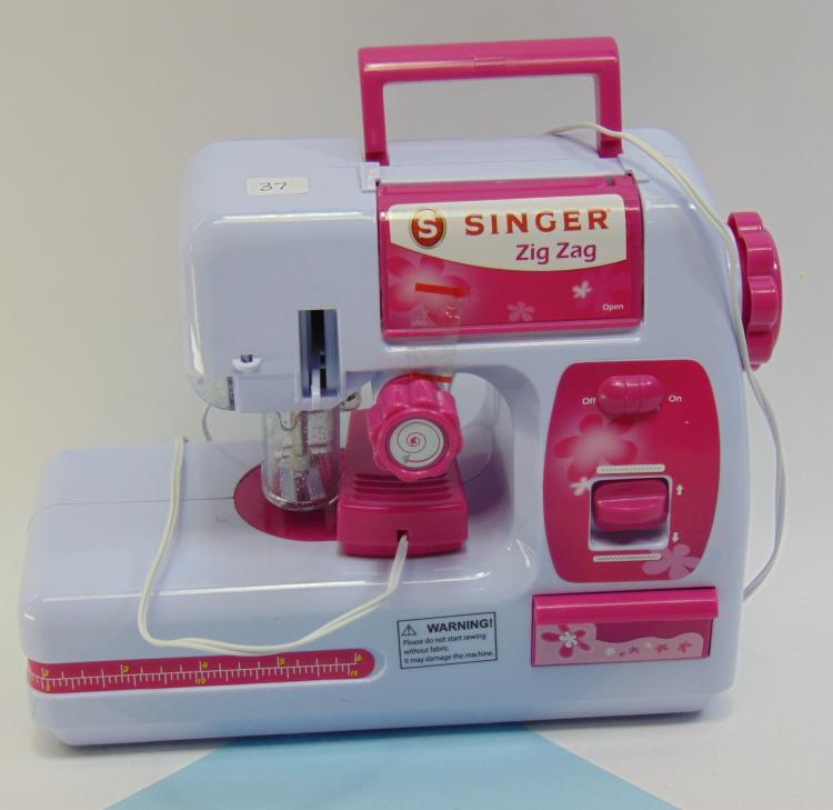 Battery Operated Singer Zig Zag Kids Sewing Machine