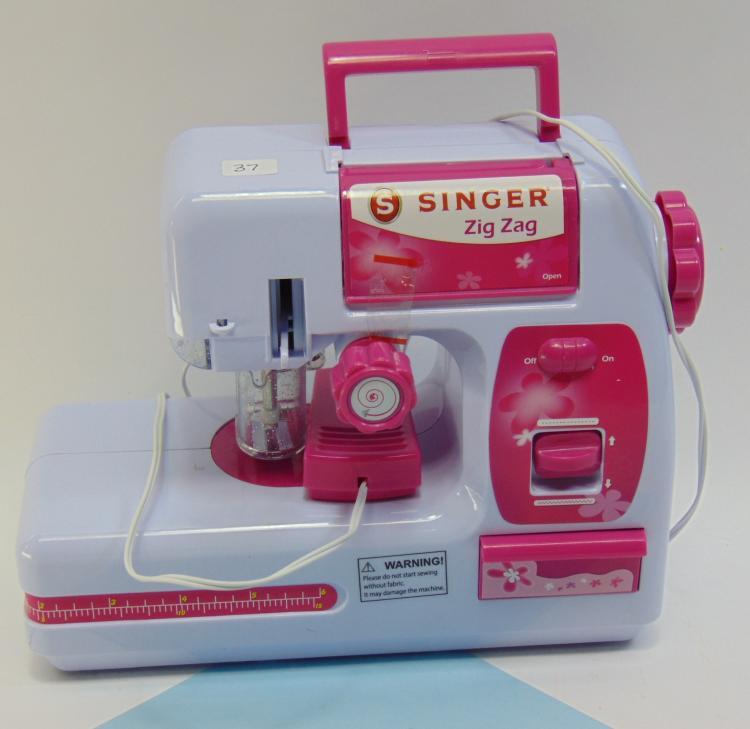 Battery Operated Singer Zig Zag Kids Sewing Machine