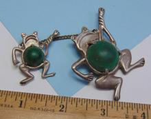 Lot 135: Vintage 29g Silver Malachite Mexico Frogs Brooch