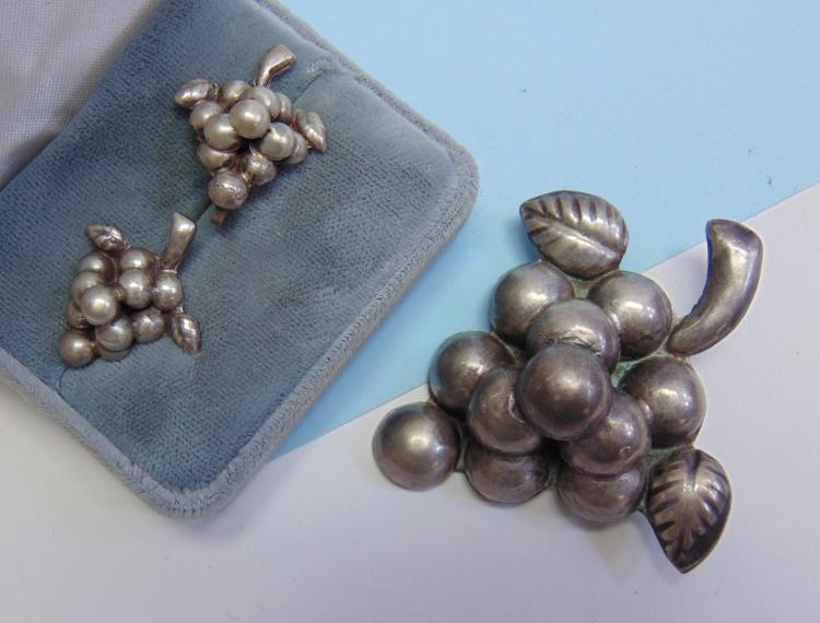 Vintage 20g Silver Mexico Grape Brooch Earrings