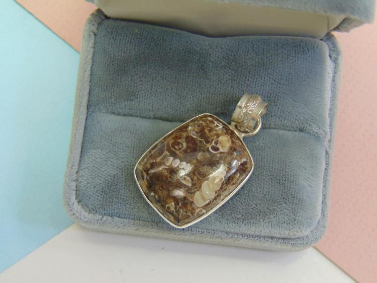 Lot 175: 11g Sterling Silver Ocean Bottom Jasper Pendant