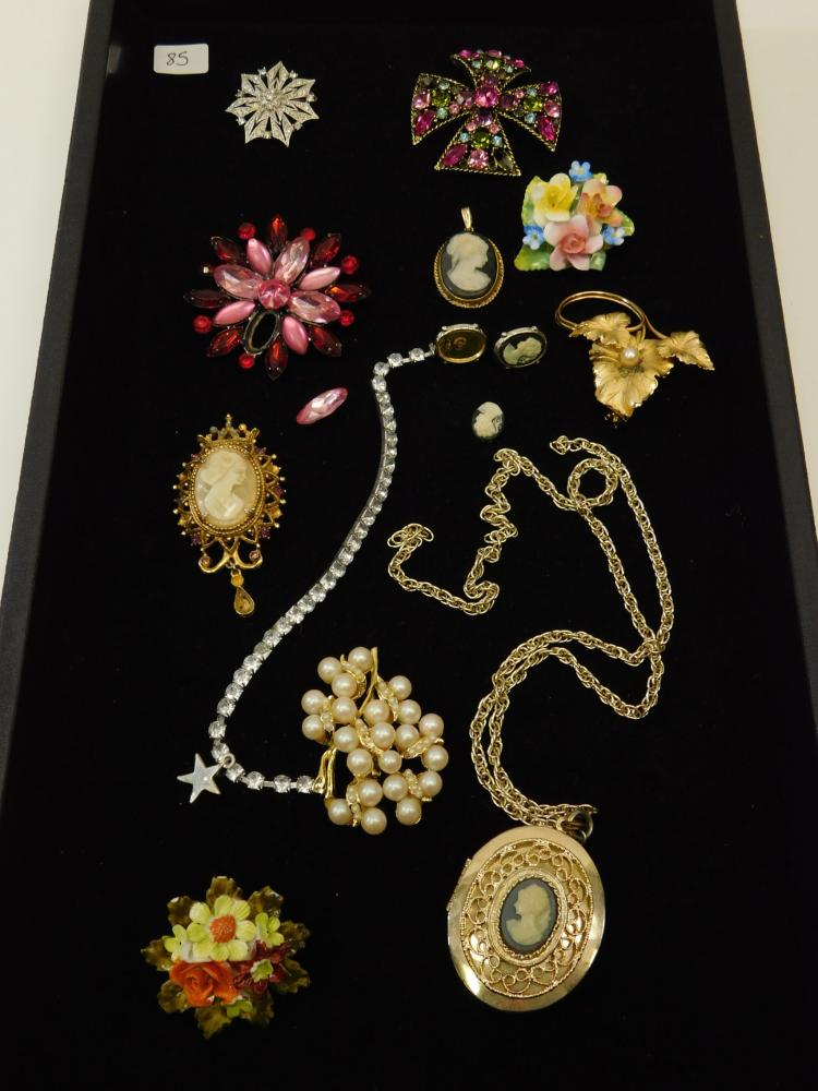 Lot Of Vintage Costume Jewelry For Parts Repair Or Reuse