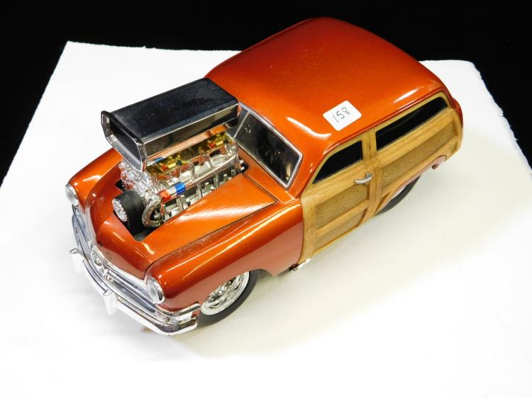 1/18 Scale Muscle Machines Ford Woody Diecast Model Car