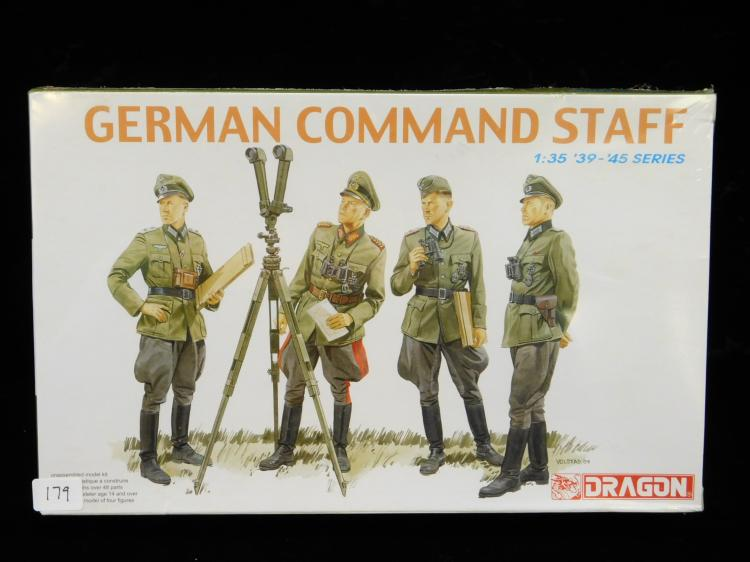 2004 Dragon 1/35 Scale 39 Through 45 Series German Command Staff Model Kit Factory Sealed