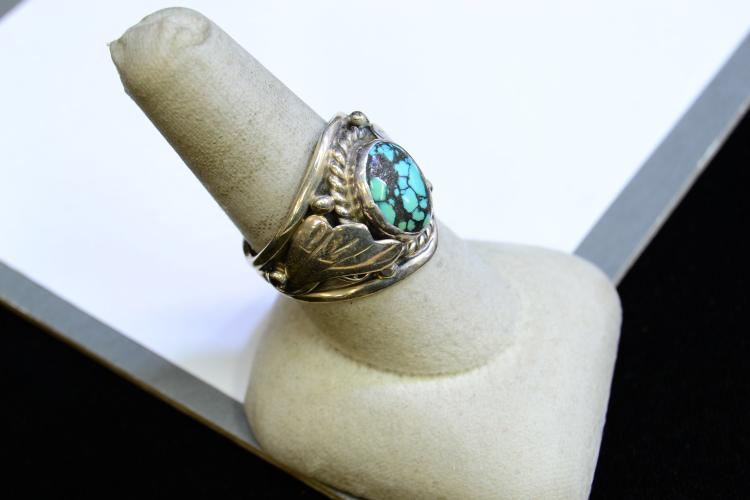 Lot 103: 9.1 Gram Sterling Silver And Turquoise Navajo Ring Signed Circle Jw Size 9