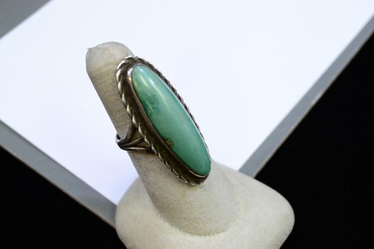 Lot 105: 10.1 Gram Navajo Sterling Silver And Turquoise Ring Size 7