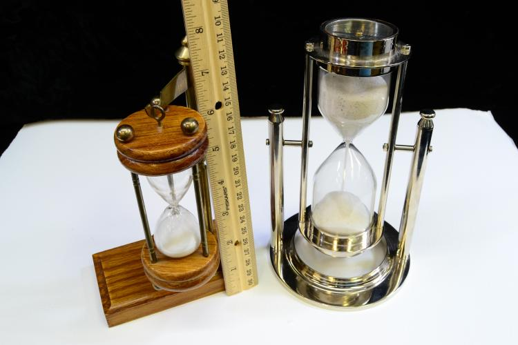 Lot 113: Lot Of 2 Suspended And Flipping Hourglass Sand Timers