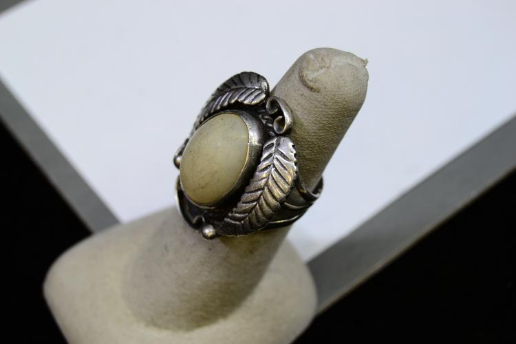 Lot 120: 11.1 Gram Navajo Sterling Silver And Turquoise Ring Size 7