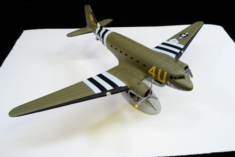 1995 Ertl Limited Edition Dc-3 Diecast Model Military Plane