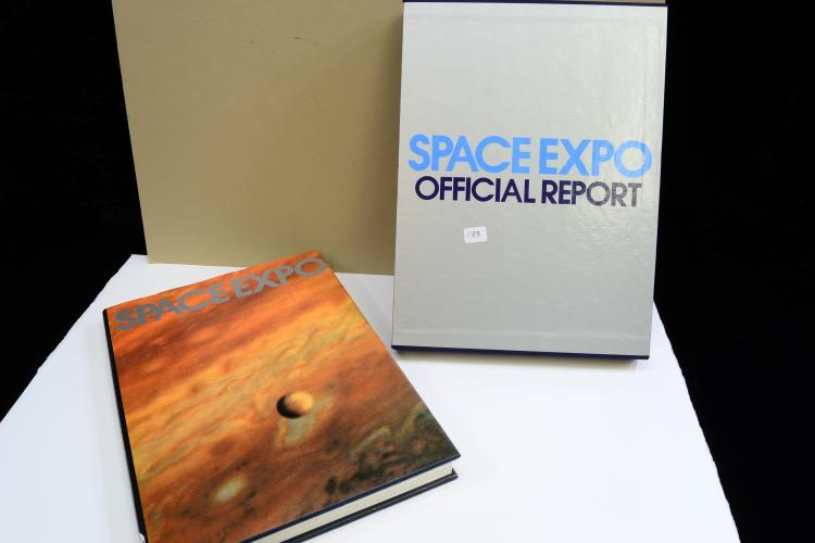 1979 Space Expo Official Report Signed By Apollo 12 Astronaut Richard Dick Gordon