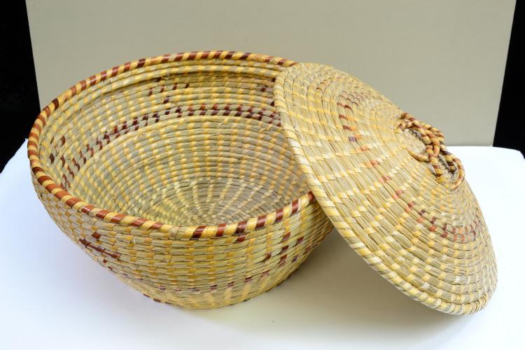 Lot 135: Vintage Gullah South Carolina Hand Woven Sweetgrass Lidded Basket