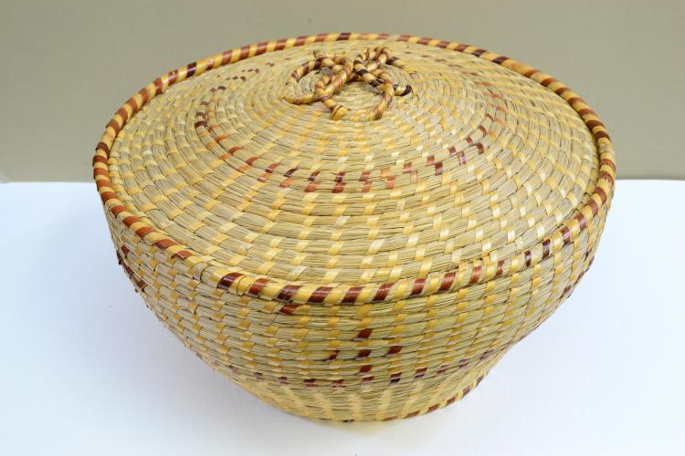 Vintage Gullah South Carolina Hand Woven Sweetgrass Lidded Basket