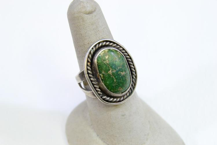 Lot 153: 7.8 Gram Sterling Silver And Green Turquoise Navajo Ring Size 7