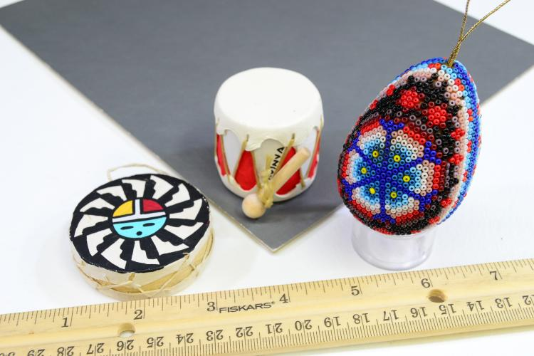 Lot 154: Lot Of 3 Indian Christmas Ornaments Hopi Zuni Drums Huichol Beaded Egg