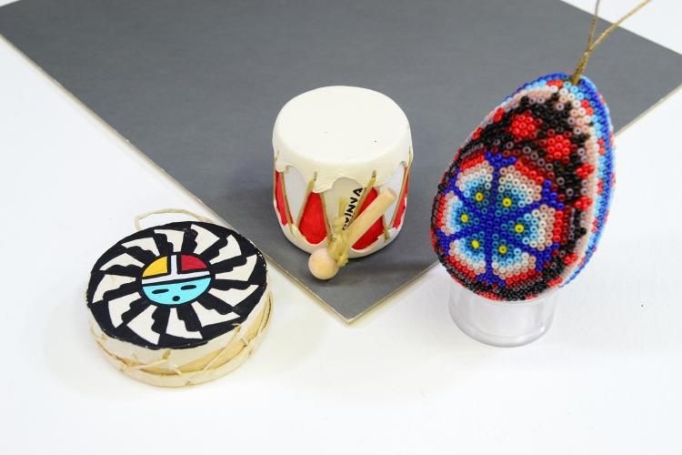 Lot Of 3 Indian Christmas Ornaments Hopi Zuni Drums Huichol Beaded Egg