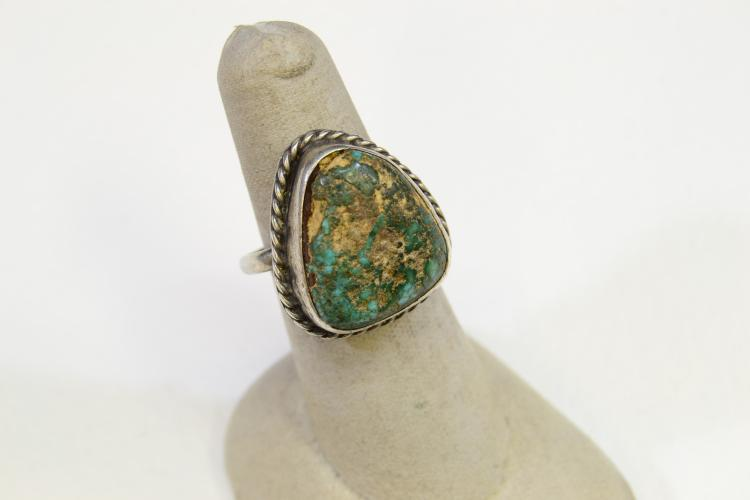 Lot 170: 7.9 Gram Navajo Sterling Silver And Turquoise Ring Size 7.5