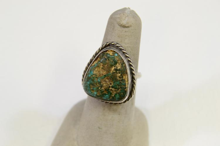 7.9 Gram Navajo Sterling Silver And Turquoise Ring Size 7.5