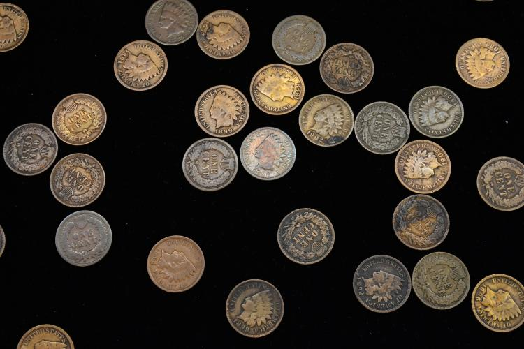 Lot 172: Large Mixed A Lot Of Us Indian Head Penny One Cent Coins