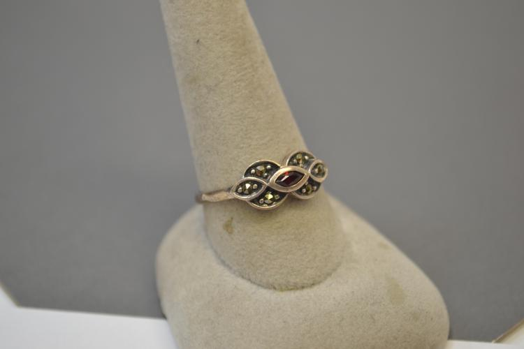 Vintage Sterling Silver Garnet And Marcasite Ring Size 10