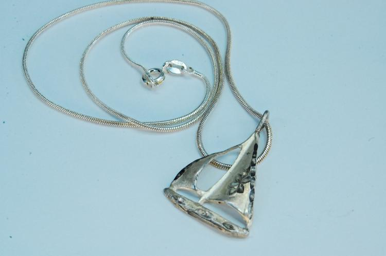 6g Sterling Silver Sailboat Pendant Necklace