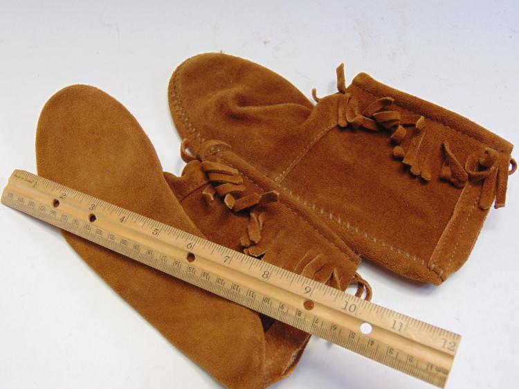 Lot 13: Leather Minnetonka Moccasins