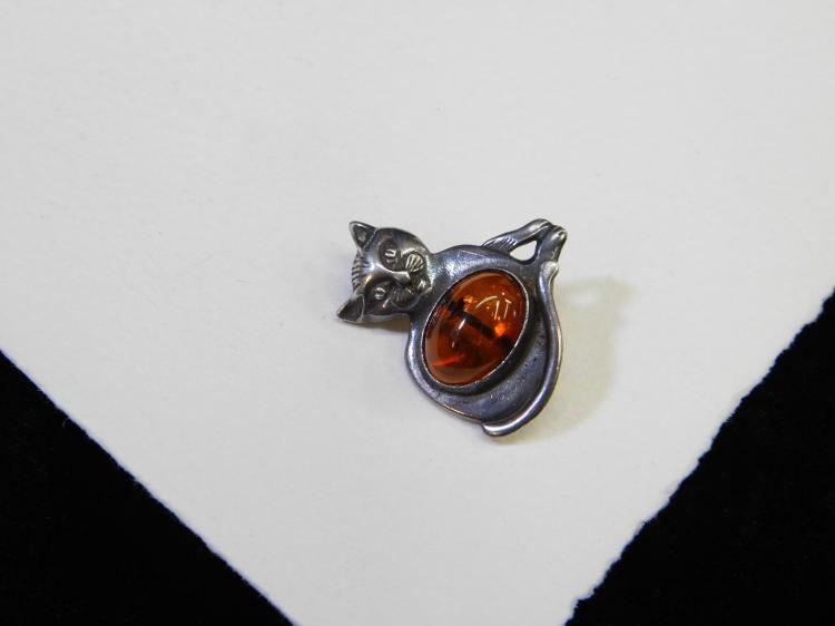 Lot 24: Vintage Sterling Silver Baltic Amber Cat Brooch 4.5G